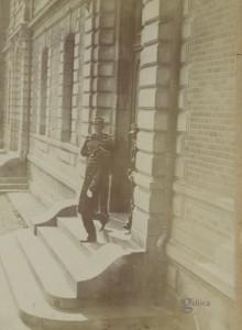 07 Dreyfus reconduit à la prison militaire