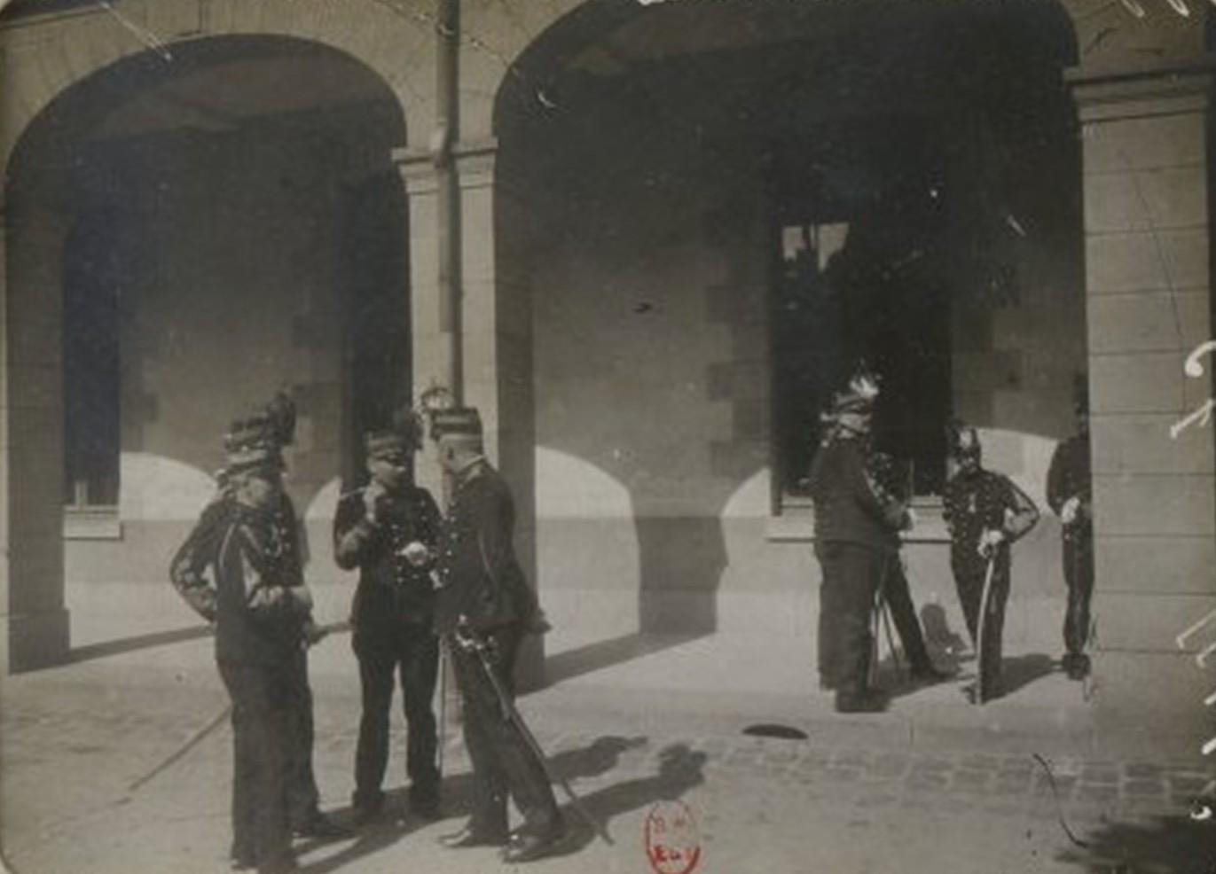 Image - Les membres du conseil de guerre, lors d'une suspension de séance