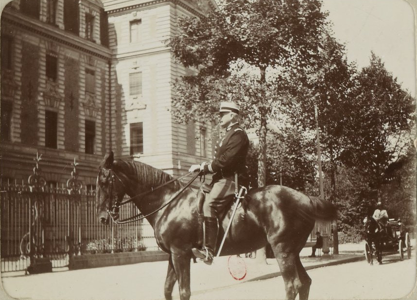 Image - Commandant de gendarmerie Laroche