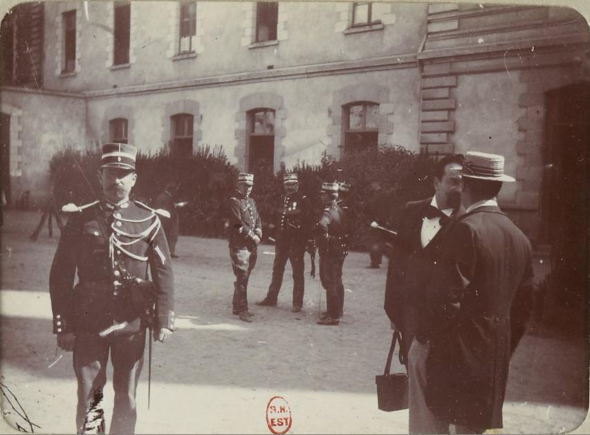 Image - Des officiers de gendarmerie