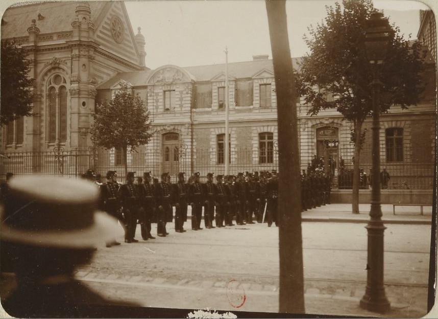 Image - Dreyfus entre la haie de soldats