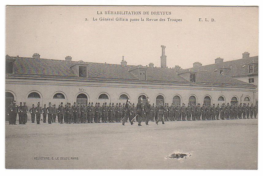 Image - Le Général Gillain passe la revue des troupes