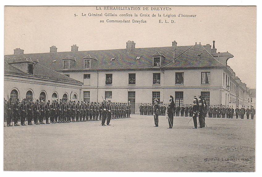 Image - Dreyfus décoré de la Légion d'honneur