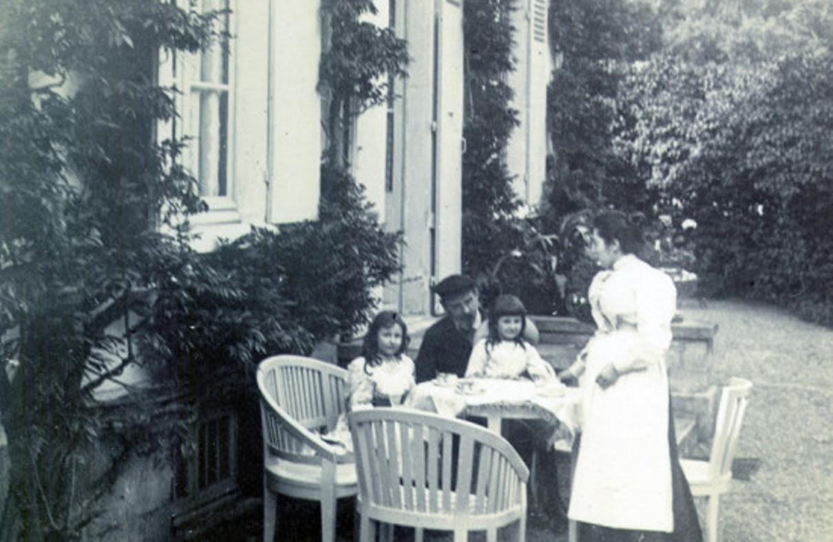 Image - Autour de la table, à Verneuil