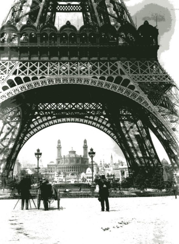 Image - Emile Zola devant la tour Eiffel