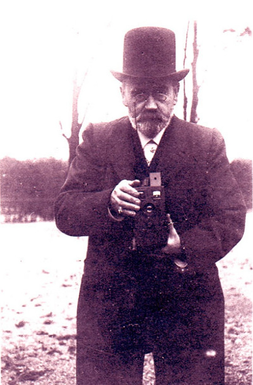 """Image - Emile Zola et son """"Box"""" au bois de Boulogne"""