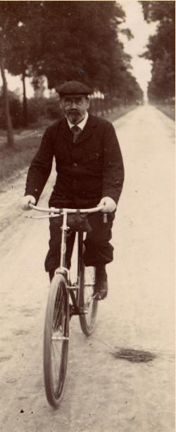 Image - Zola cycliste, à Médan