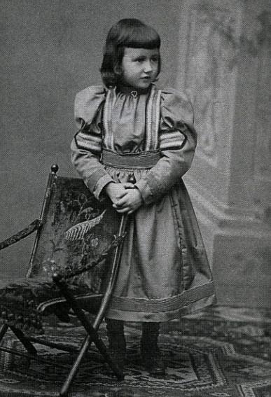 Image - Denise à l'âge de quatre ans