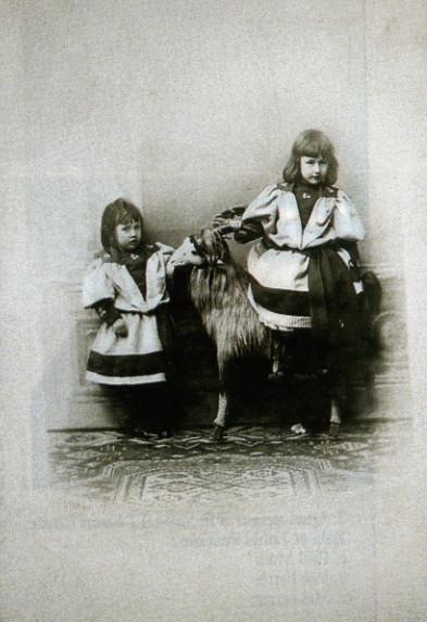 Image - Denise et Jacques à l'âge de cinq et trois ans