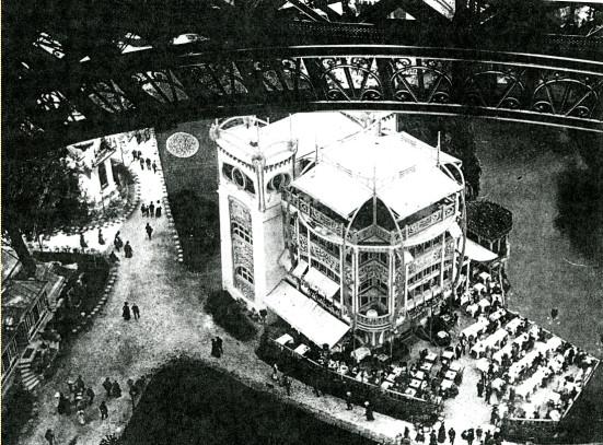 Image - Vue plongeante de la tour Eiffel sur une brasserie de l'Exposition universelle