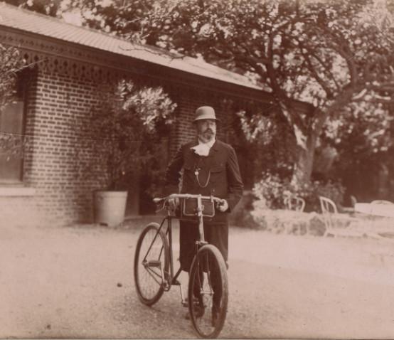 Image - Emile Zola et sa bicycette