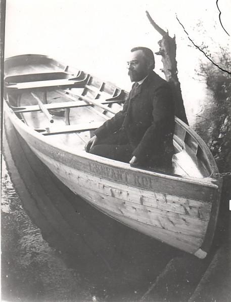 Image - Alfred Bruneau dans la barque L'enfant roi