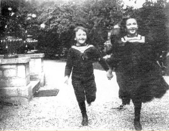 Image - Denise et Jacques courant vers leur père
