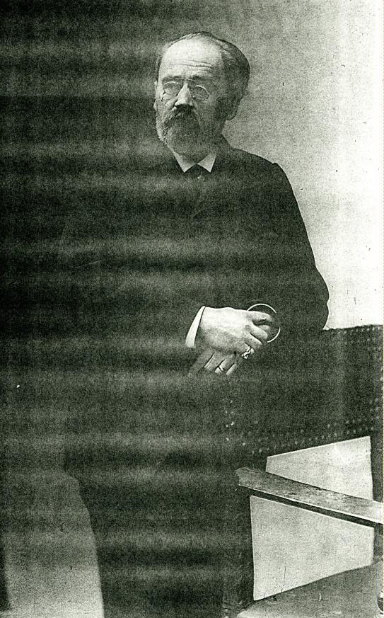 Image - Emile Zola accoudé à un fauteuil