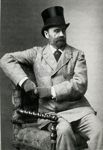 Image - Emile Zola portant un chapeau haut-de-forme