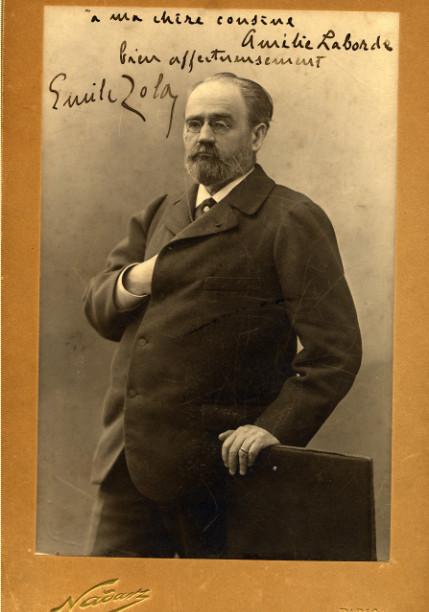 Image - Emile Zola, main droite sous la veste