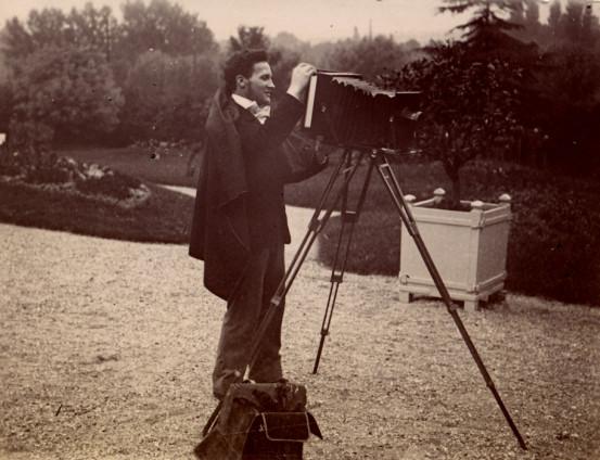 Image - Albert Laborde derrière l'appareil photographique