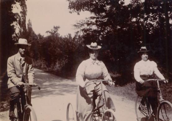 Image - Promenade en bicyclette dans les bois de Verneuil