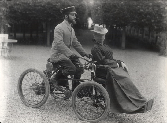 Image - Albert et Amélie Laborde en quadricycle