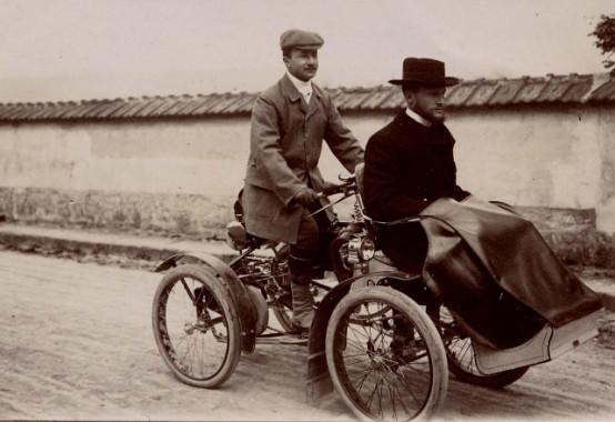Image - Gaston Picq-Brière et Albert Laborde en quadricycle