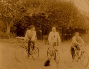 photographie 477 Les cyclistes à Médan par Zola
