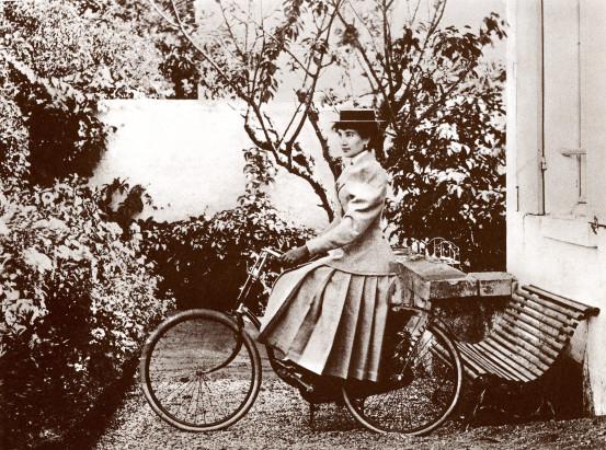 Image - Jeanne à bicyclette