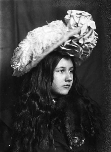 Image - Denise au chapeau