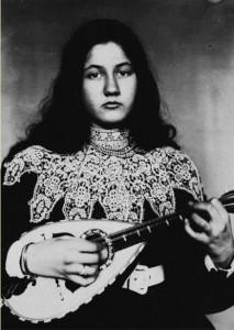 photographie 64 Denise à la mandoline par Zola