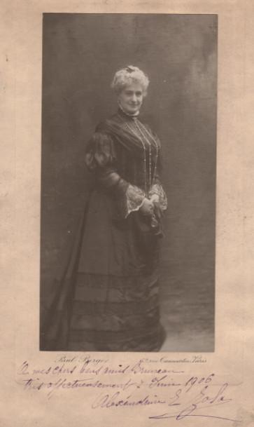 Image - Portrait d'Alexandrine Zola dédicacé à la famille Bruneau