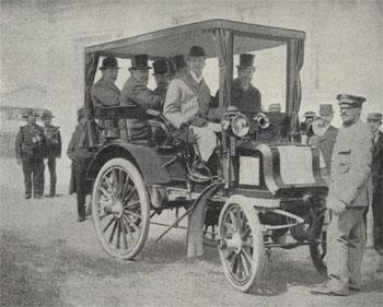 Image - Zola en voiture
